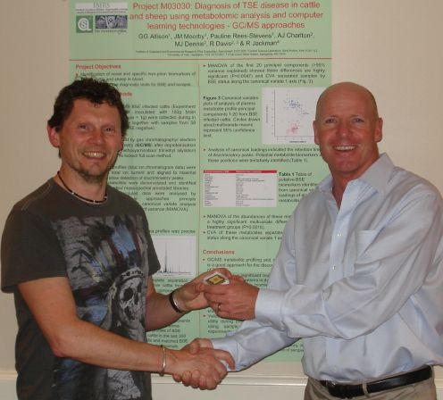 Gordon Allison receives EigenU Best Poster Prize